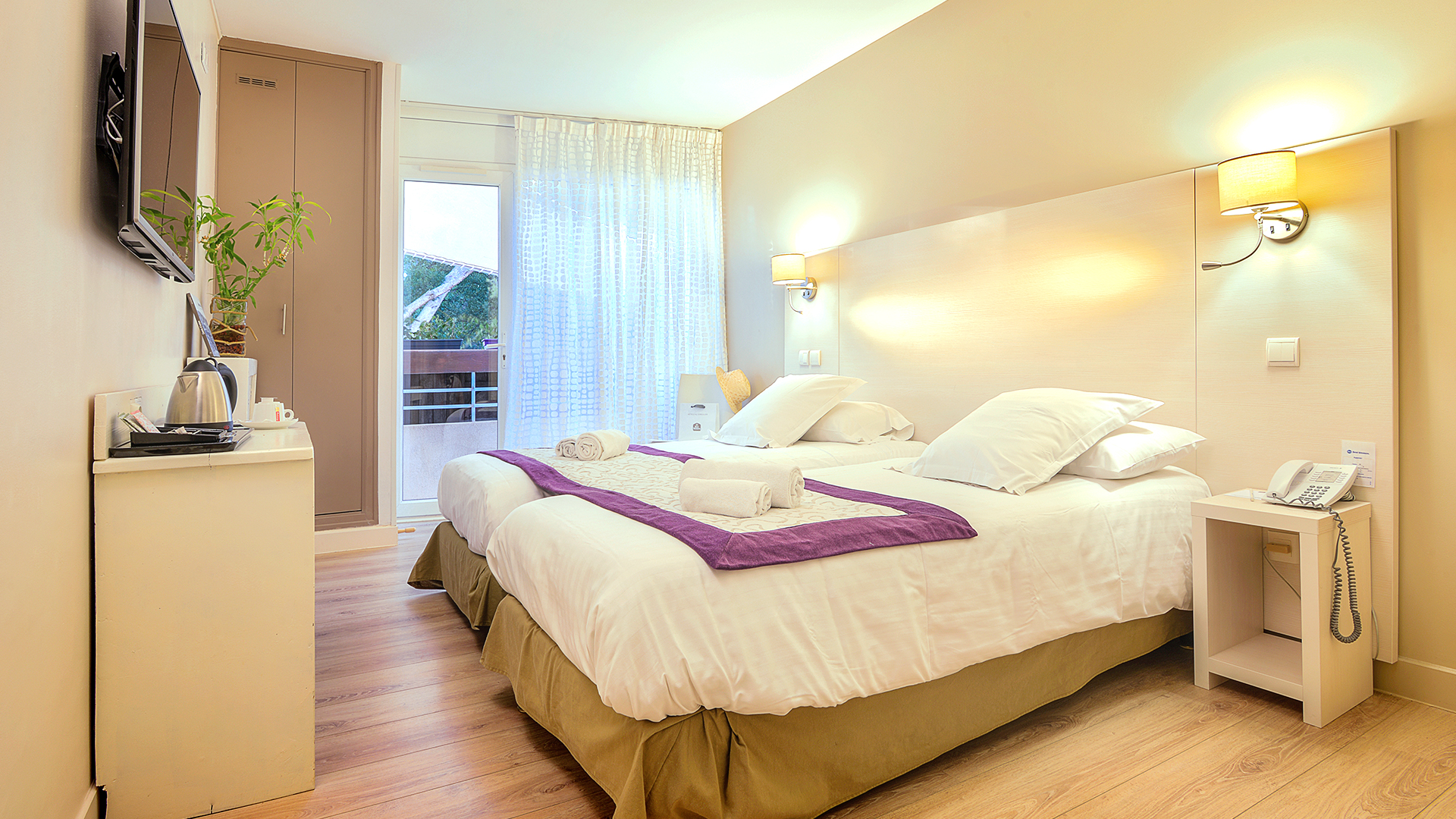 H tel cassis best western hotel la rade for Chambre tres moderne